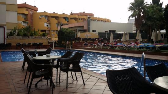 Zwembad terras picture of roc hotel flamingo torremolinos tripadvisor - Zwembad terras outs ...