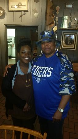 Cracker Barrel: Service with a smile