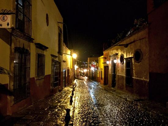 Hacienda El Santuario: Cobblestone Street going back to hotel