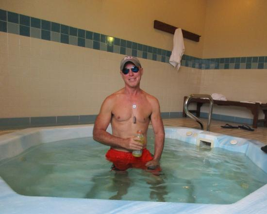 GuestHouse Inn Bellingham: David preparing to soak in the Jacuzzi