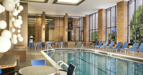Hilton Parsippany: Indoor Pool
