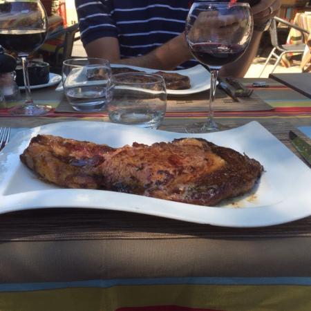 Bourgvilain, France : The steak filled the plate