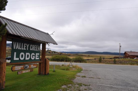 Valley Creek Lodge: Entry