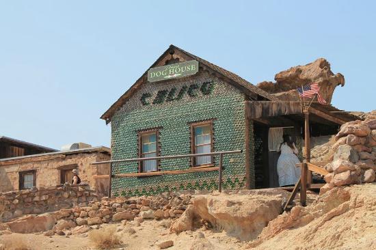 La casa di bottiglie di vetro picture of yermo california desert tripadvisor - La casa di vetro ...