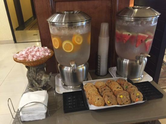 Comfort Inn & Suites West: Served Everyday
