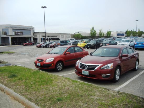 Newington, NH: The Mall at Fox Run