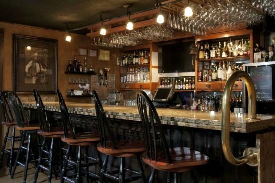The Frogtown Inn: 6 Acres Restaurant Bar