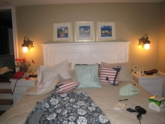 Rockport, Maine: Looking at the bed.