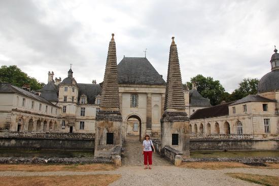 Chateau de Tanlay: Мост перед замком.