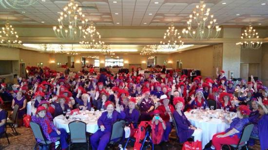 Freeland, ميتشجان: Red Hat Society Michigan Funfest