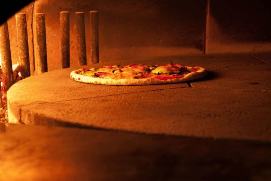 Albergo San Leonardo: Pizzeria interna
