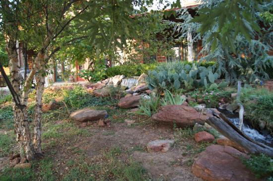 Rusty Gables Guest Lodge & Gallery: Außengelände
