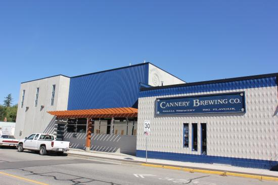 Cannery Brewing: Outside