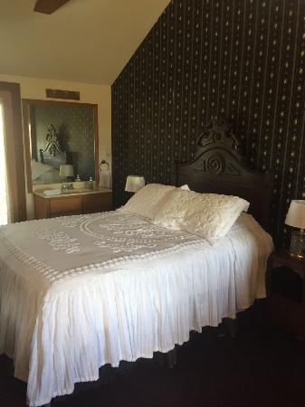 The Carriage Inn at Busch Mountain : Bed
