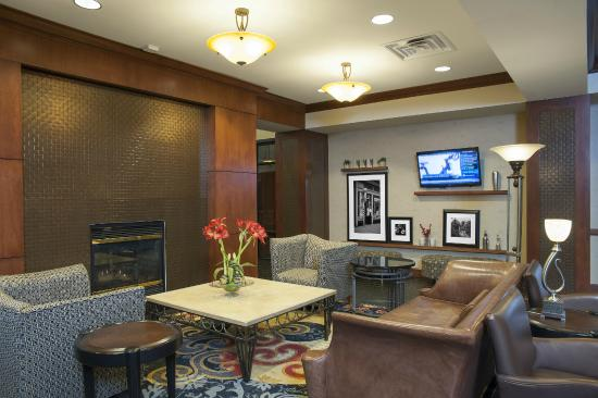 Hampton Inn and Suites Indianapolis - Fishers: Hotel Lobby