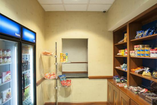 Hampton Inn and Suites Indianapolis - Fishers: Suite Shop