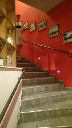 Couby's Café: L'accès à l'étage.