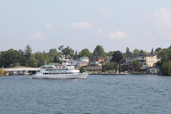 Гананок, Канада: One of the GBL boats in front of Gananoque. Cute town by the way.
