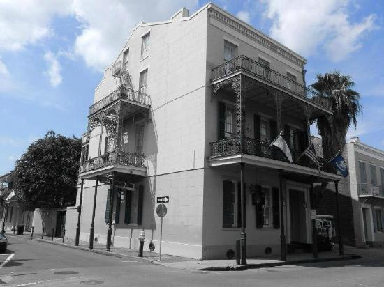 Lafitte Guest House: Black & White