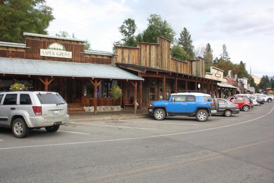 Chewuch Inn & Cabins: Main street, Winthrop