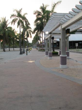 Subic Park Hotel : Walkway