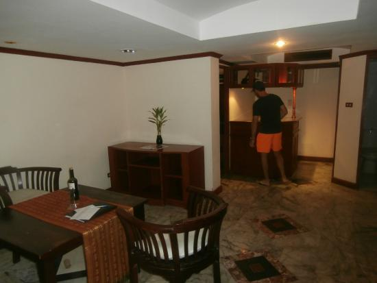 Absolute Sea Pearl Beach Resort & Spa: Lounge/Kitchen Area