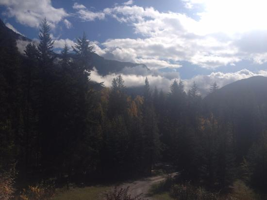 Glenogle Mountain Lodge & Spa: The view from the King suite