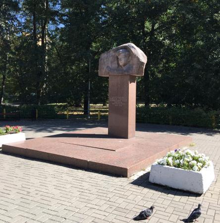Памятник Эдуарду Багрицкому