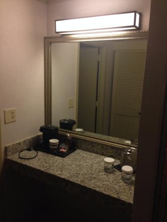 tv cuarto - Picture of DoubleTree by Hilton Hotel Miami Airport ...