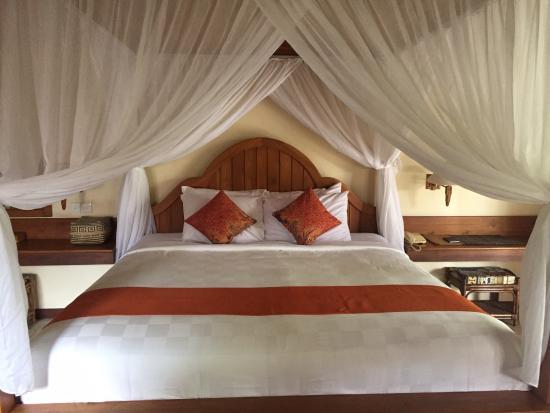 Samhita Garden: Comfy king bed