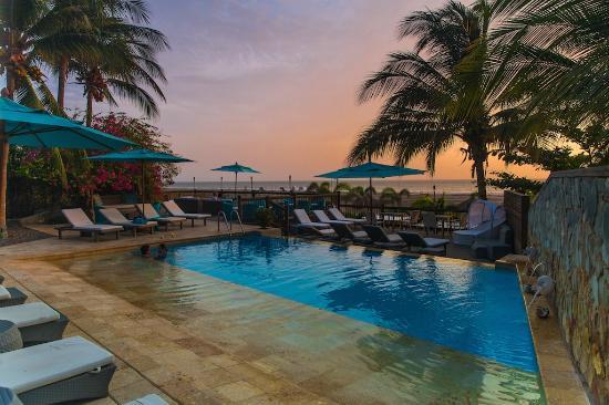 Karmairi Hotel Spa: Piscina