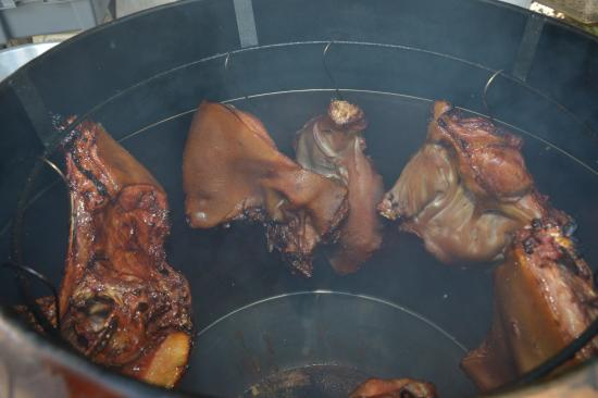 Îles Marquises, Polynésie française : Cochon au fumoir