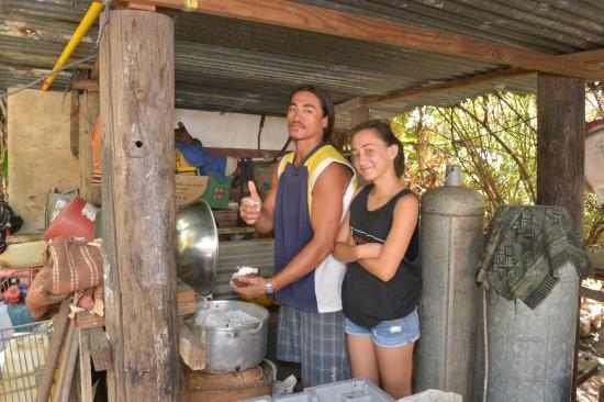 Îles Marquises, Polynésie française : preparation de la pulpe de coco