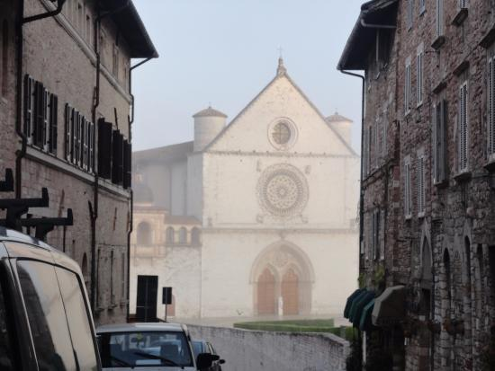 Grotta Antica Hotel: Chegando à Basílica