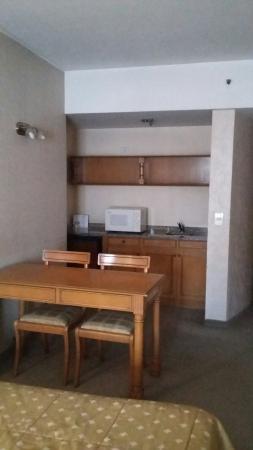 America Plaza Hotel: Habitación y Baño
