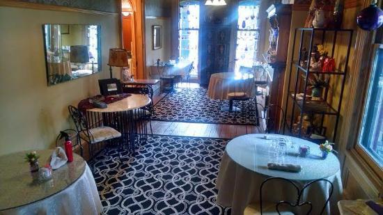 Adamstown Inn breakfast dining room