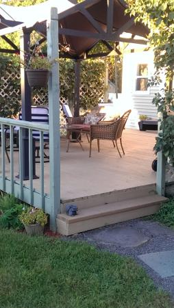 Taghkanic, NY: Additional outdoor deck/seating