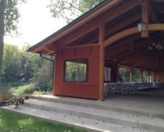 Niagara Wine Trail: Spring lake winery large banquet hall for rent near lake