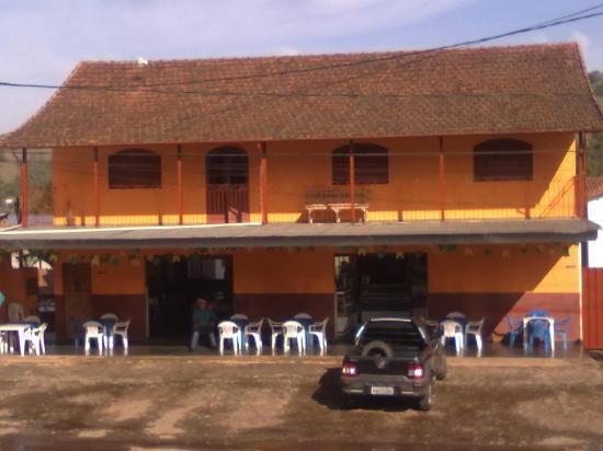 Pedralva, MG: Parte da frente do Restaurante e Hotel Panela Velha
