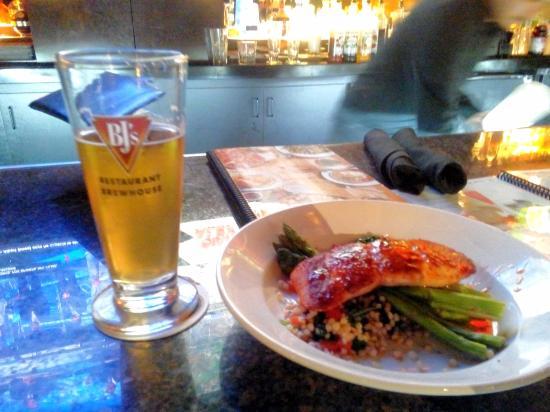 BJ's Restaurant & Brewhouse: Beer n Salmon