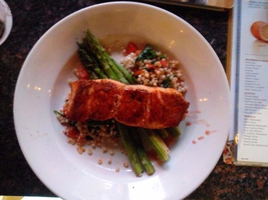 BJ's Restaurant & Brewhouse: Simple yet tasty Salmon dish