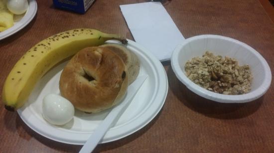 Holiday Inn Express Medford: Breakfast at Hotel