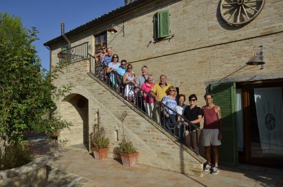 Ponzano di Fermo, Italien: The crew - Daniel bottom right,, Candi 3rd from right