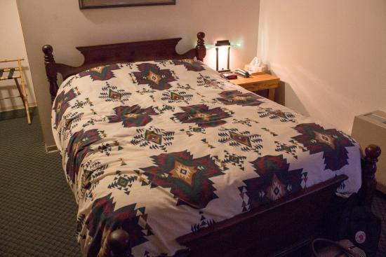 Bear's Claw Lodge : Queen Bed