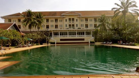 Raffles hotel pool area 02 picture of angkor wat siem reap tripadvisor for Raffles hotel singapore swimming pool