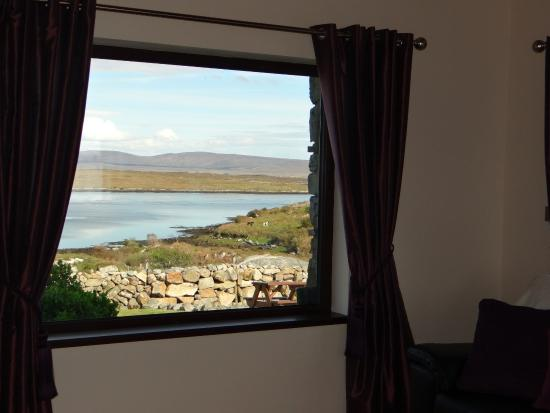 Inishnee, Ierland: Views out the window