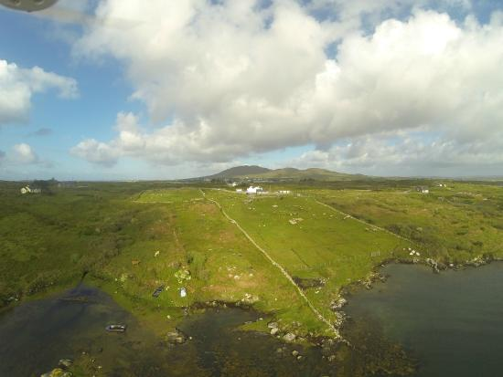 Inishnee, Irland: Aerial photo of Cill Cottage and Grounds - from the sea