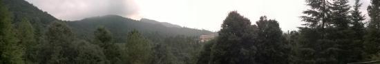 Pauri, Indien: Panoramic View from Watchtower of Khirsu Park/Garden