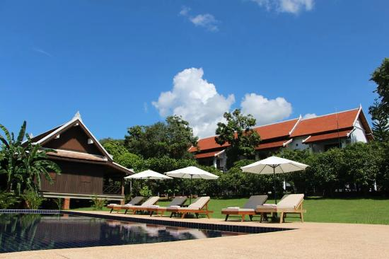 Nam Ou Riverside Hotel & Resort : Bungalow and Hotel Wing