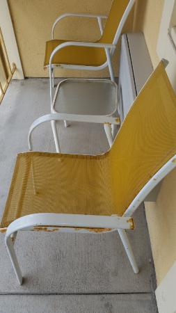 Hotel Solares: Balcony chairs rusting